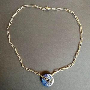 Κολιέ με χρυσή ατσάλινη αλυσίδα και φυσική μπλε πέτρα lapis