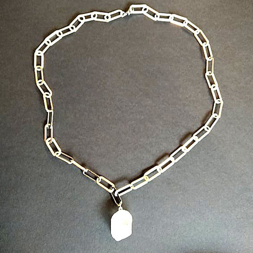 Κολιέ κοντό με ατσάλινη αλυσίδα και πέτρα λευκού χαλαζία